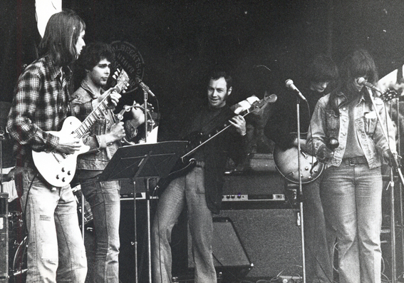 Nynningen on stage in 1974