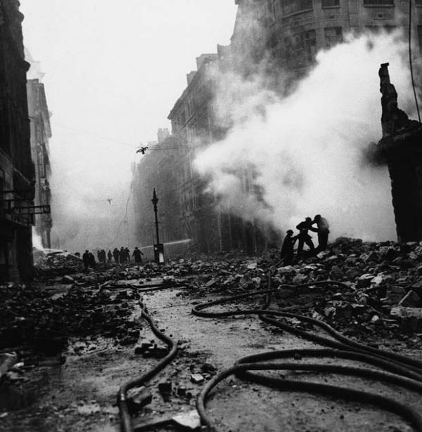 After A Fire Raid, Londra, 29 dicembre 1940.