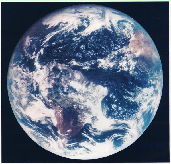 "La Terra vista da uno degli ""Applications Technology Satellites"" della NASA nel novembre 1967"