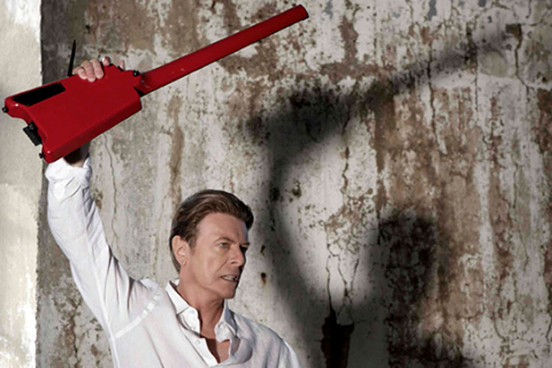 "David Bowie in un'immagine tratta dal video di ""Valentine's day"""