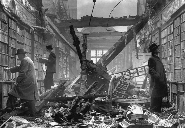 After A Fire Raid, Londra, 1940. Holland House, Kensington.