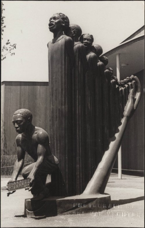 ‎Lift Ev'ry Voice ‎and Sing, scultura dell'artista afro-americana Augusta Savage (1892-1962).‎