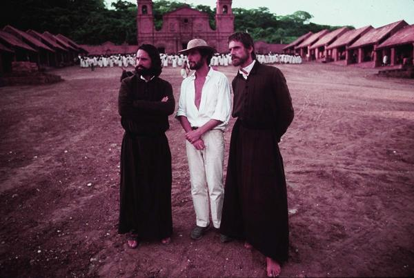 Robert De Niro, Roland Joffé e Jeremy Irons sul set di The Mission