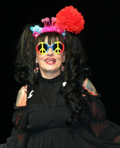 http://upload.wikimedia.org/wikipedia/commons/e/e6/Nina_Hagen_2013.jpg
