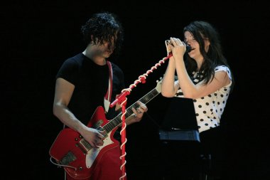 White stripes in concerto