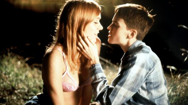 "Chloë Sevigny ed Hilary Swank in una scena di ""Boys Don't Cry"""