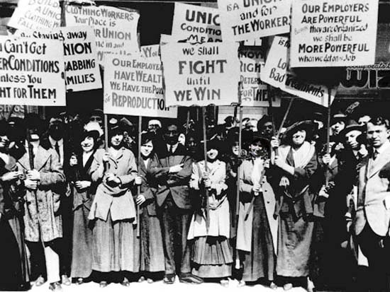 Women Strikers (maybe Lawrence, 1912)