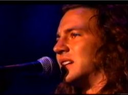 Ed Vedder singing