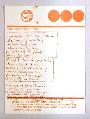 Il manoscritto di Imagine su un foglietto dell'Hotel Hilton di New York. Handwritten lyrics of Imagine on a memo pad of New York Hilton.