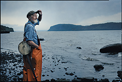 Pete Seeger in riva all'Hudson