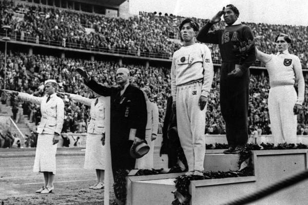 """Hitler didn't snub me – it was Roosevelt who snubbed me. The president didn't even send me a telegram..."" Jesse Owens, vincitore di quattro ori olimpici alle Olimpiadi di Berlino del 1936."