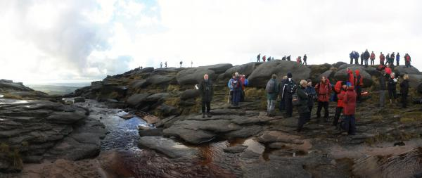 "‎Kinder Scout, Derbyshire, 2009. ‎Commemorazione del ""mass trespass"" del 1932‎"