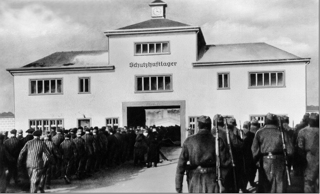 L'edificio di ingresso al lager di Sachsenhausen-Oranienburg. The building at entrance of the Sachsenhausen-Oranienburg concentration camp.