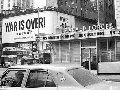 "Alla fine del 1969, John Lennon e Yoko Ono promossero una campagna in undici città tra cui New York, Tokyo, Roma e Amsterdam con manifesti che annunciavano: ""WAR IS OVER! (If You Want It) Happy Christmas from John and Yoko."""