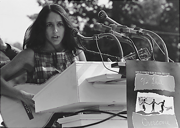 1963. Joan Baez chante We Shall Overcome à Washington.