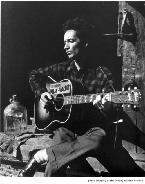 Woody Guthrie.‎